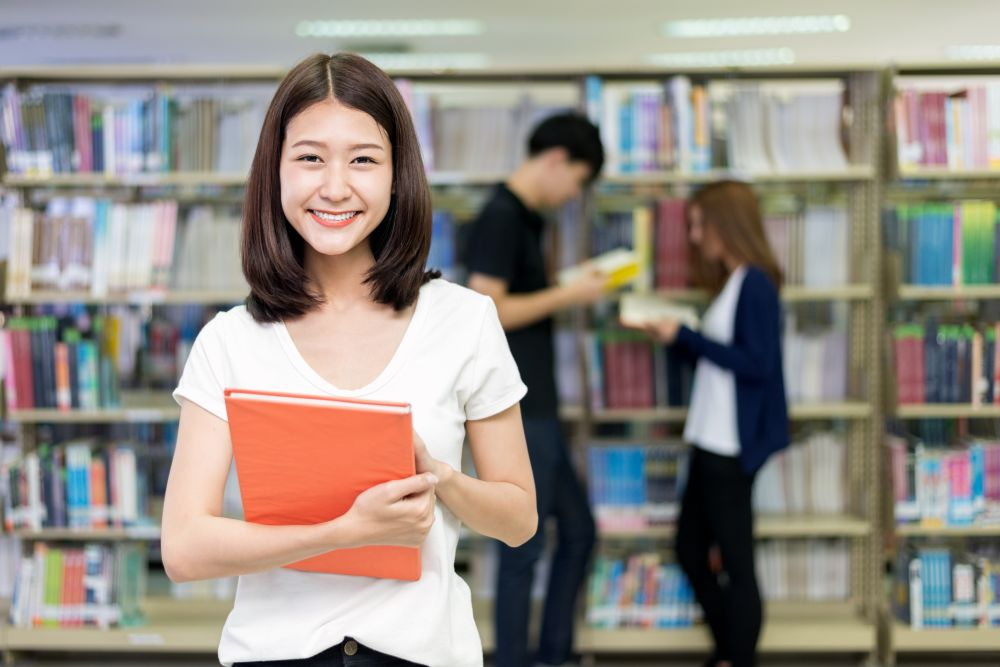 student_in_lubrary