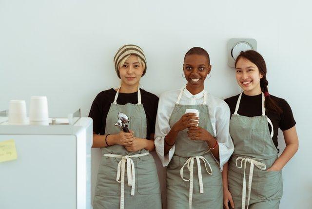 カフェ店員の女性達