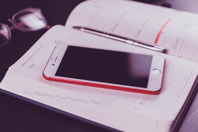 スマートフォンとスケジュール帳