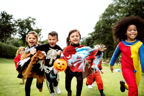 kids_in_costumes